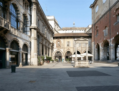 Merchants Square | Milan, Italy | Travel BL