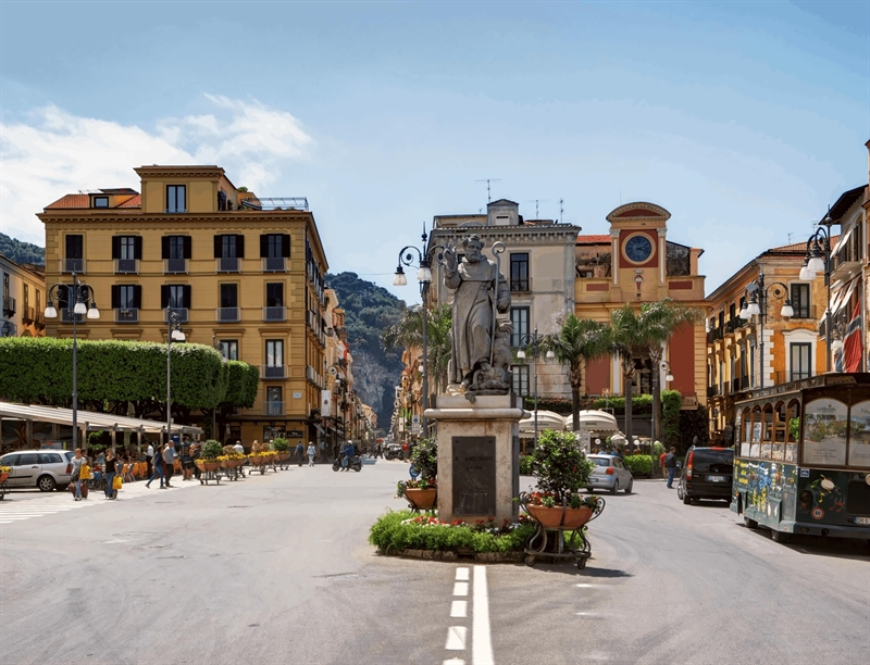 Piazza Tasso | Sorrento, Italy | Travel BL
