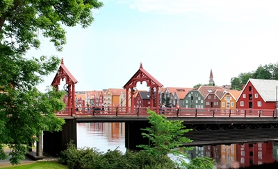 Stroll around the Gamle Bybro Bridge (Old Town Bridge) | Trondheim, Norway | Travel BL