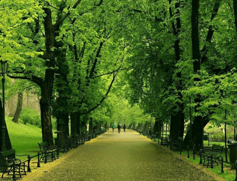 Stroll around the Planty Park | Krakow, Poland | Travel BL
