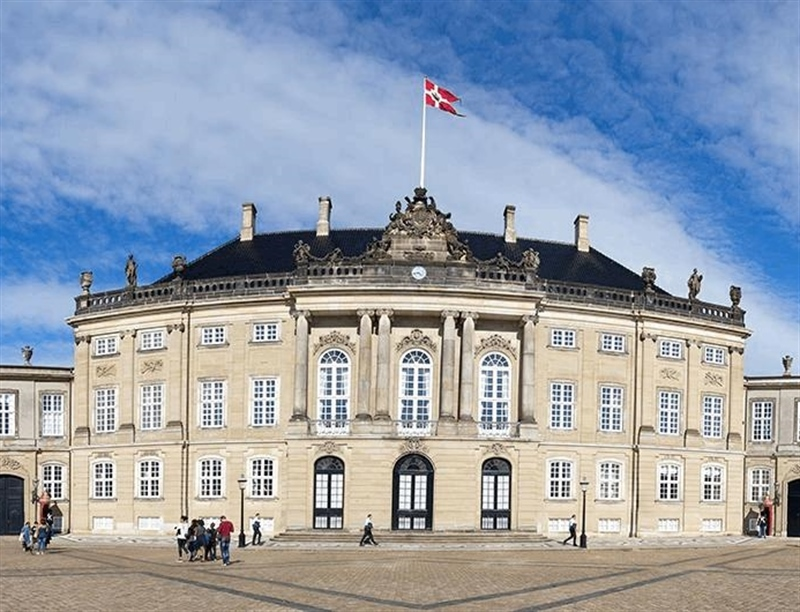 Visit the Amalienborg | Copenhagen, Denmark | Travel BL